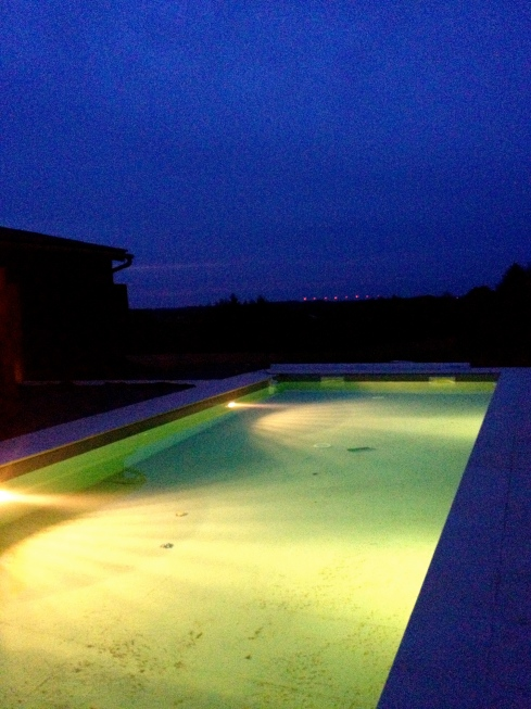 Swimmingpool by night.