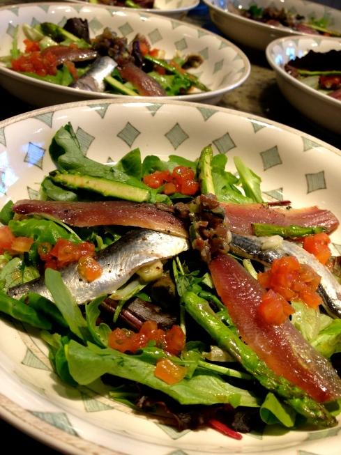 lekker verse lichte zonnige sardientjes !  morgen kookatelier met onze Zwitserse gasten en één van de drie zusjes die hier eerder al kookte !