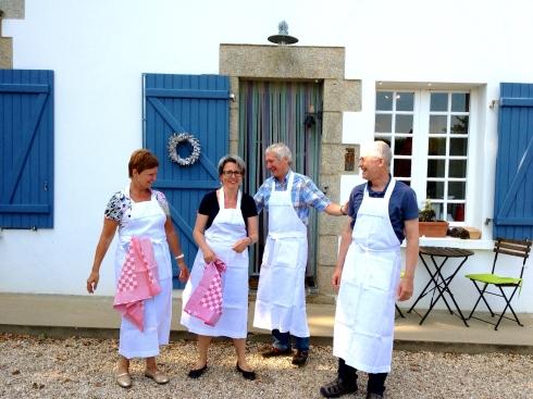 Het kookatelier verloopt schitterend, het is een mengeling van Vlaams, Duits en Engels. De andere gasten zulllen straks alles proeven !