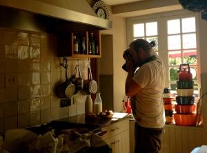 Naomi en Brent zijn hier een paar dagen om foto's te shooten voor interieur magazines.