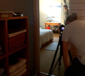 Ons huis wordt de stylist aangekleed (en ik dacht dat ik al goed kon decoreren :) ) en op foto gezet door Brent. Keitoffe mensen en een plezierige ervaring.