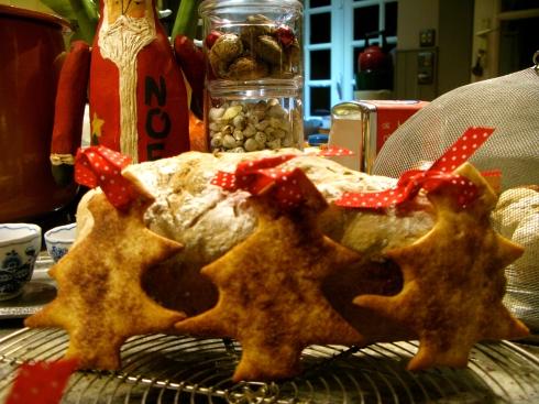 Eetbare kerstdecoratie om het dessert te vergezellen. Bon appétit vanuit Bretagne gewenst ! Verblijfsinfo op www.lamaisonblancheauxvoletsbleus.com