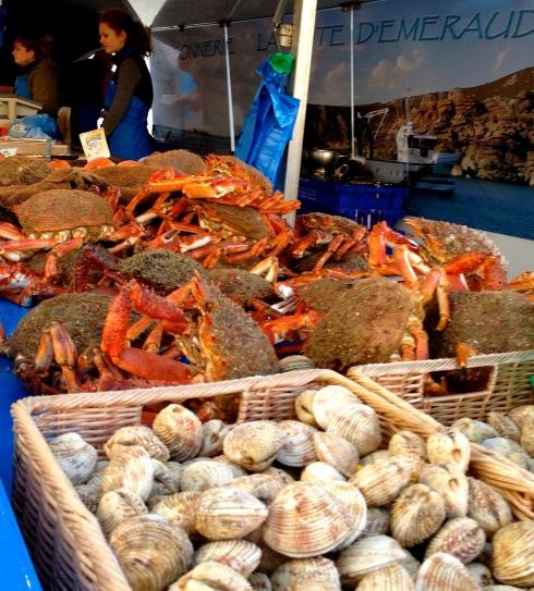 Bretagne heeft zo'n rijke ingrediënten. Wij houden er van om mee te koken voor gasten die houden van lekker eten ! Zin om er even tussenuit te gaan ? Wij hebben nog plaats in februari en maart ! Reservaties en info op info@lamaisonblancheauxvoletsbleus.com