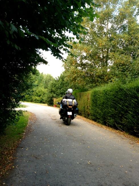 Bretagne leent zich uitstekend om met de motor te komen ontdekken. Wij hebben alvast een grote hangar waar je moto veilig kan opbergen 's nachts ! Info op www.lamaisonblancheauxvoletsbleus.com