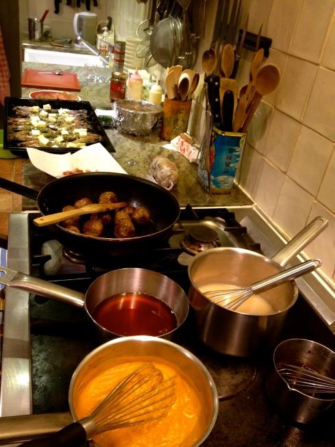 Potten en pannen gevuld met heerlijks voor het GJWE 2014.