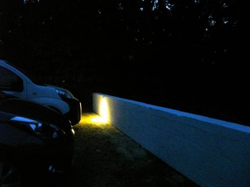 parkeerplaats nu mét verlichting, een hele klus, we zijn aan het laatste stukje bezig !