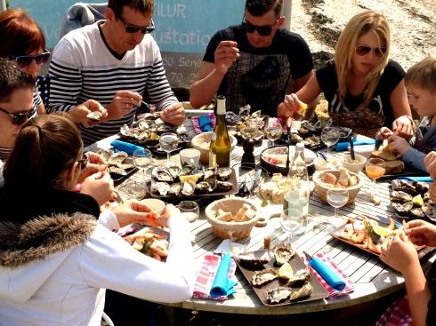 Zonnige oesterpicknick met een zonnige familie !