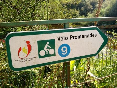 Prachtige lentedag in Bretagne voor een mooie fietstocht langs het kanaal Nantes-Brest. Info over onze maison d'hôtes, table d'hôtes, kookboeken en kookateliers vind je op www.lamaisonblancheauxvoletsbleus.com.