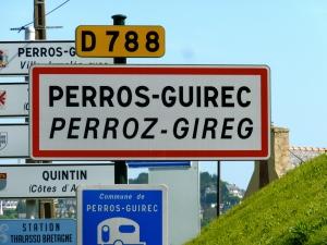 In Perros-Guirec kan je inschepen om 13u voor een drie uur durende rondvaart langs de zeven eilanden.