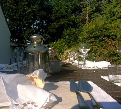 28 graden om 19h45, nu is het 23 graden om 23h00, wat een zalige avond, lekker diner, toffe gasten, sterren, enfin, leven als God in Bretagne quoi !?