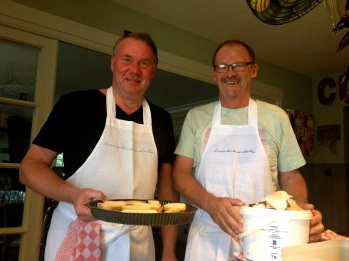 2 erg gedreven én bedreven gasten in de keuken tijdens het kookatelier, ze kookten met veel flair mee voor het hele gezelschap !