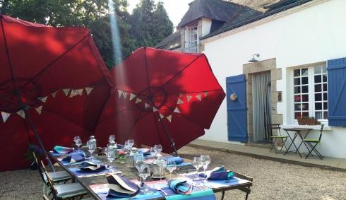 Weer heerlijk buiten gedineerd gisteren. Niet 100% zeker dat dat vanavond ook zal kunnen :) ! Anouck vanuit www.lamaisonblancheauxvoletsbleus.com