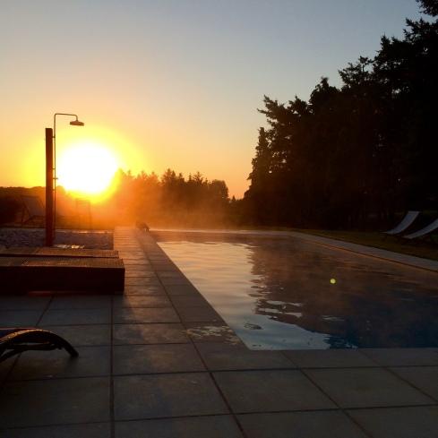 Genieten van het zwembad voor het ontbijt, da's echte luxe !