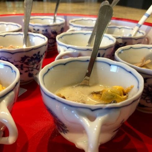 Bij de apero iedere avond een lekker hapje. Bon appétit !  Anouck  www.lamaisonblancheauxvoletsbleus.com