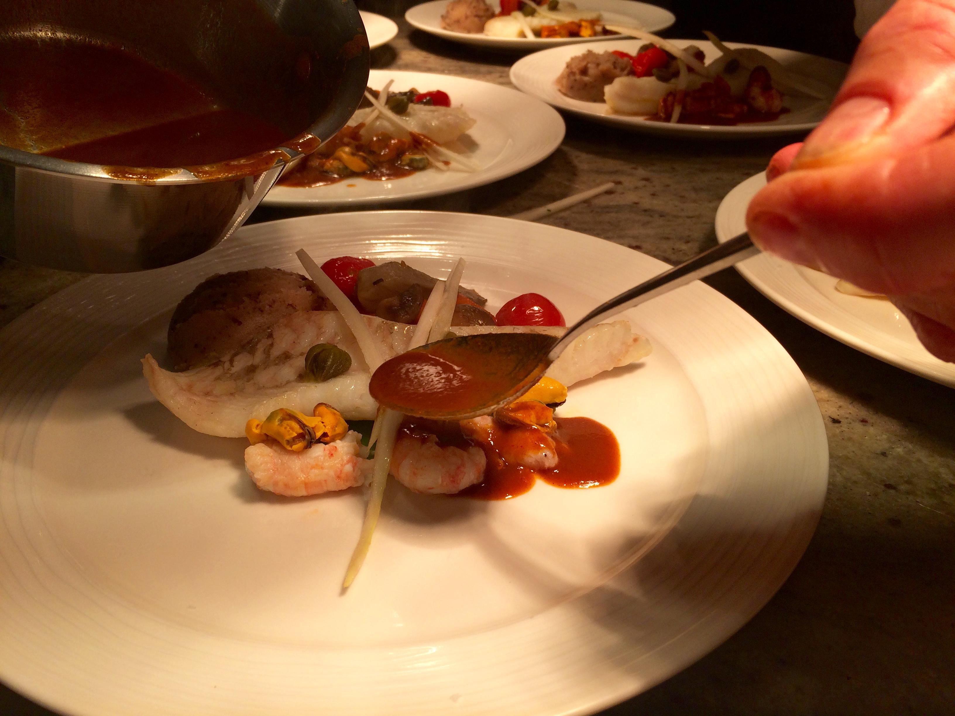 FIlet van griet, gecorseerde saus van langoustines, langoustines en bouchotmosseltjes. Een lekkere St Véran erbij en het feestmaal is af. Smakelijke groeten !