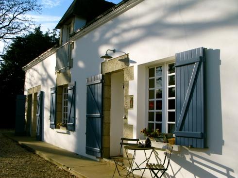 Voor iedereen een goed begin van 't weekend en voor onze aankomende gasten : een goede reis ! Anouck vanuit www.lamaisonblancheauxvoletsbleus.com