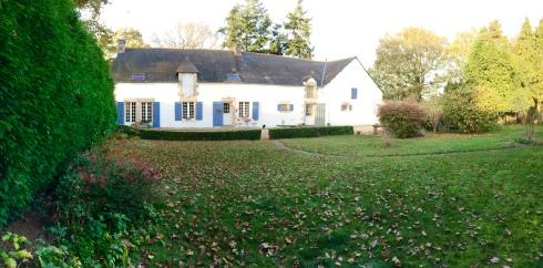 Geniet van het weekend ! Doen onze gasten ook met paddestoelen zoeken, kookatelier volgen, lekker eten aan de table d'hôtel en helemaal tot rust komen in Bretagne !  Anouck  www.lamaisonblancheauxvoletsbleus.com